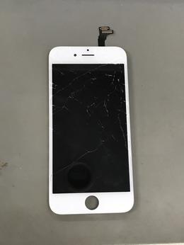ガラスが割れているiPhoneは割れが水没の原因になる可能性があります!
