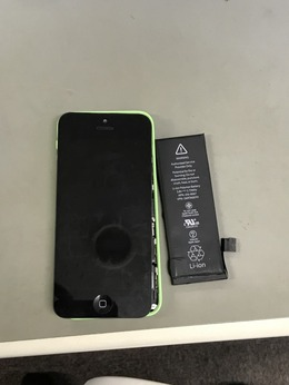 iPhone5Cのバッテリー交換承りました