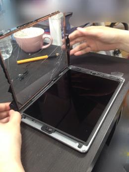 iPadmini液晶交換  川口市よりご来店