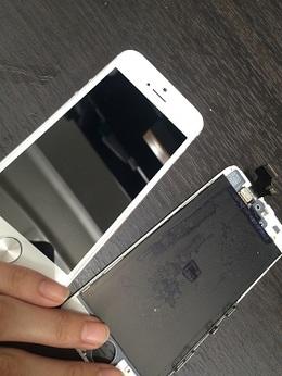 iPhoneを雨に濡らしてしまった!画面は付いているけれど。流山市よりご来店