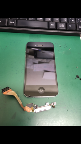 iPhone4もiPhone7の修理もおまかせ下さい!
