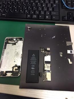 iPhoneの電源が切れない?!