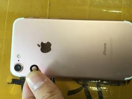 新宿区よりご来店(iPhone7)アウトカメラレンズ修理