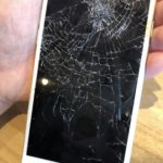 iPhone8 画面割れ修理 横浜駅周辺 自分のiPhoneを踏んでしまった