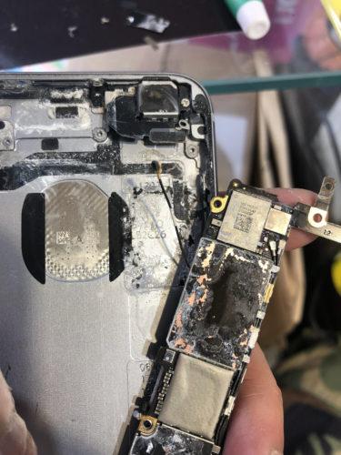 iPhone 基盤がショート…基盤とは?