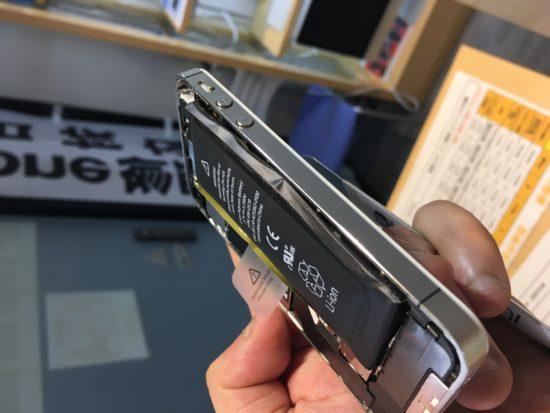 【iPhone】バッテリーの膨張は危険