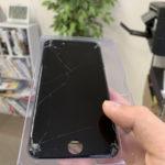iPhone8画面バキバキ端末修理対応しました。