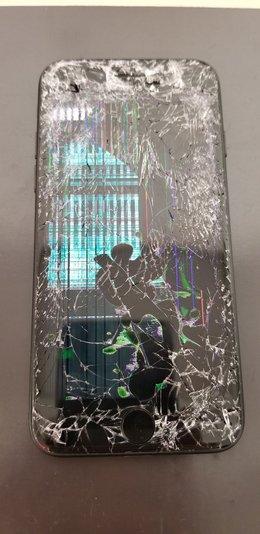 車に轢かれたiPhoneの修理!