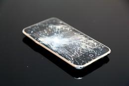 骨折したけど、腕よりiPhoneが心配
