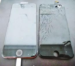 交通事故で割れたiPhone